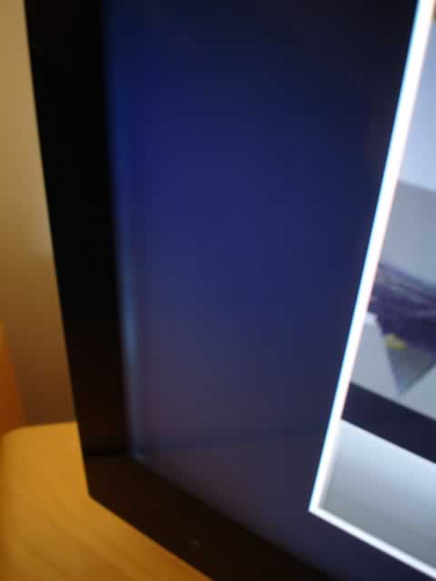 The Sony KDL-46HX923 screen has a pronounced light and dark strip/crease/band/line/shadow running down the left hand side